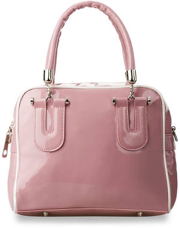 0b837d9fe2c38 Kuferek posiada wygodne odpinane rączki oraz regulowany pasek umożliwiający  swobodne zawieszenie torebki na ramieniu.